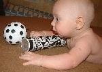 Зачем малышу игрушки разной фактуры и формы?