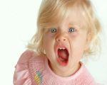 Как переодеть непослушного малыша