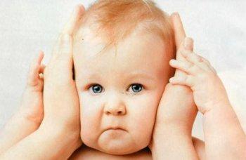 Как почистить уши ребенку