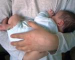 Как правильно держать младенца