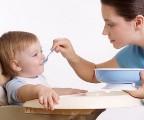 Первый прикорм малыша: когда и как?