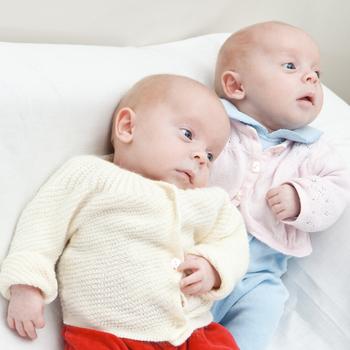 Рождение двойни: самой или на кесарево?